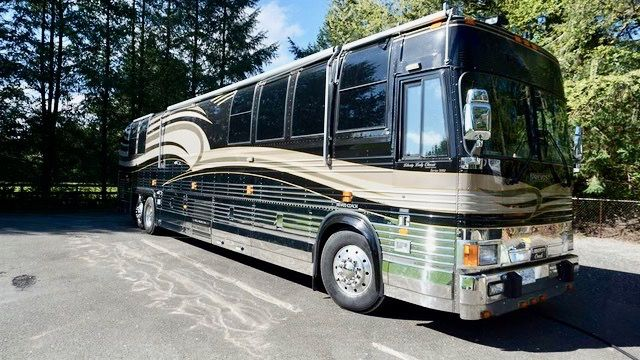 "Image Description of ""2000 Prevost Liberty XLV Lady Classic""."