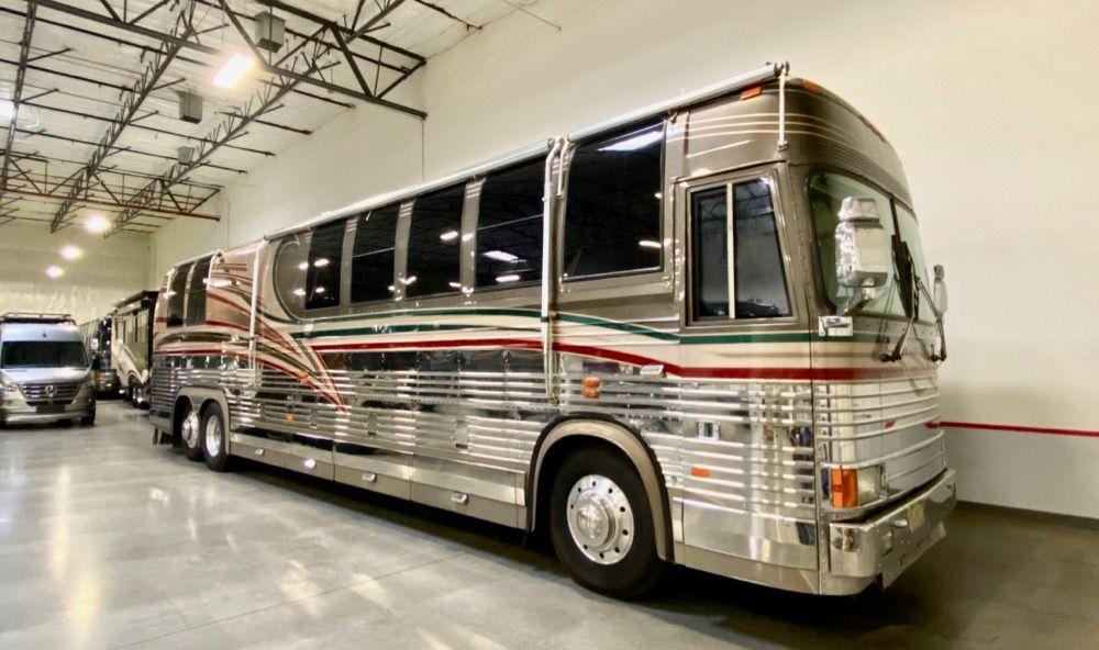 "Image Description of ""1998 Prevost Country Coach XL40""."