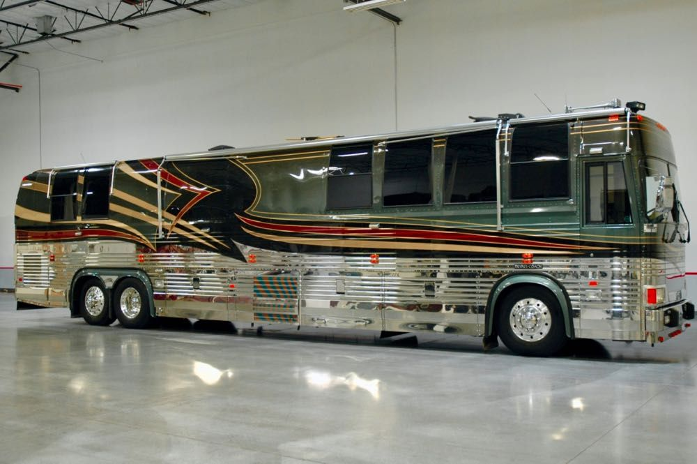 "Image Description of ""2000 Prevost Liberty XLV""."
