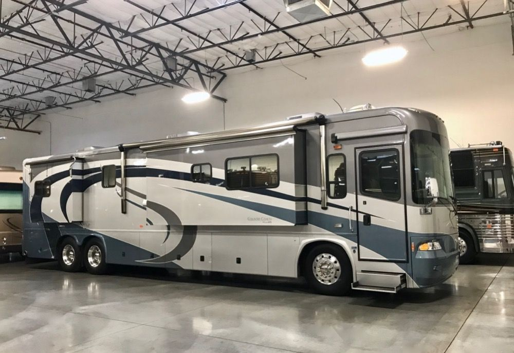 "Image Description of ""2005 Country Coach Allure 470""."